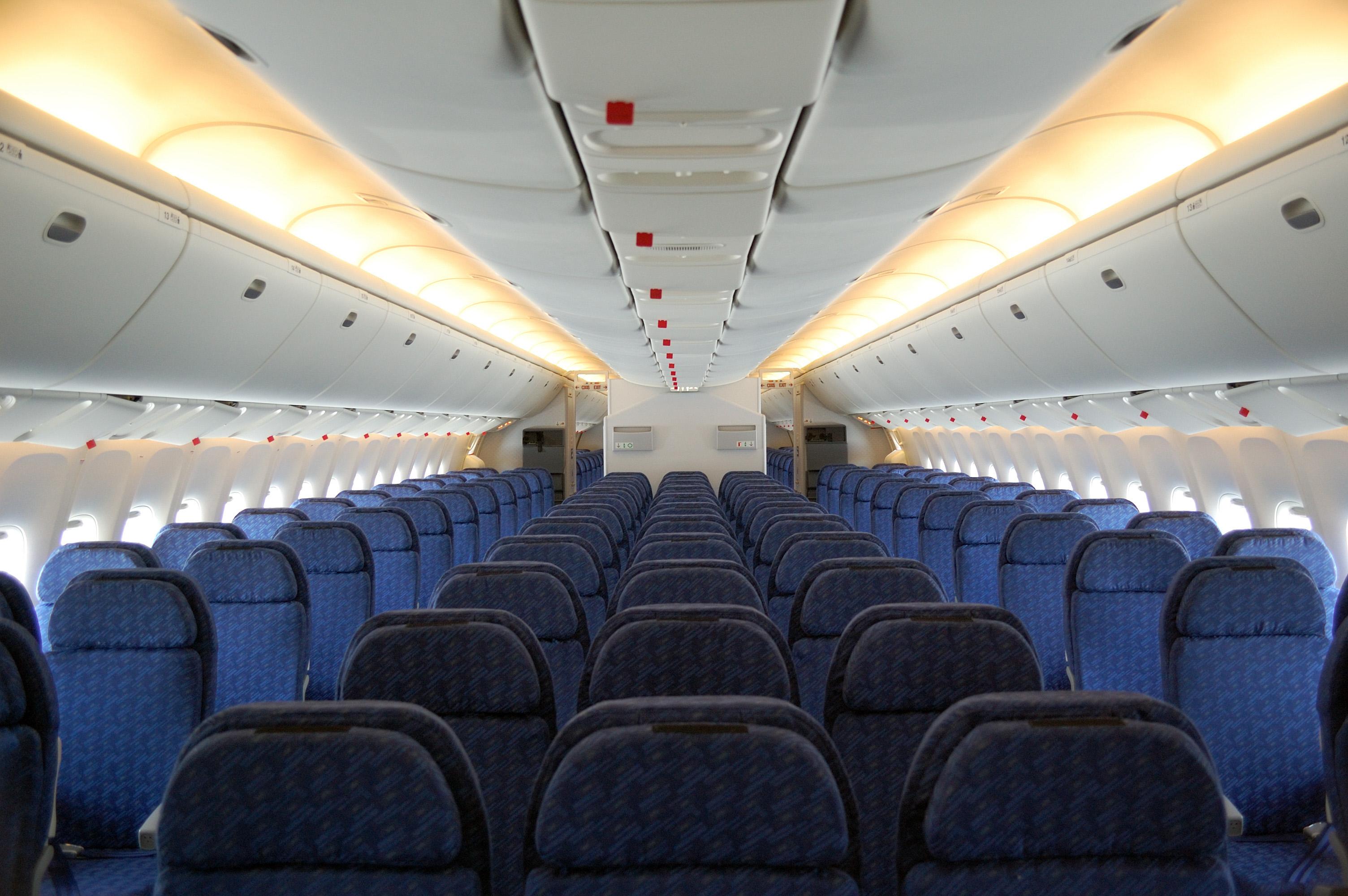 Please parents show your child how to get on the plane for L interieur d un avion